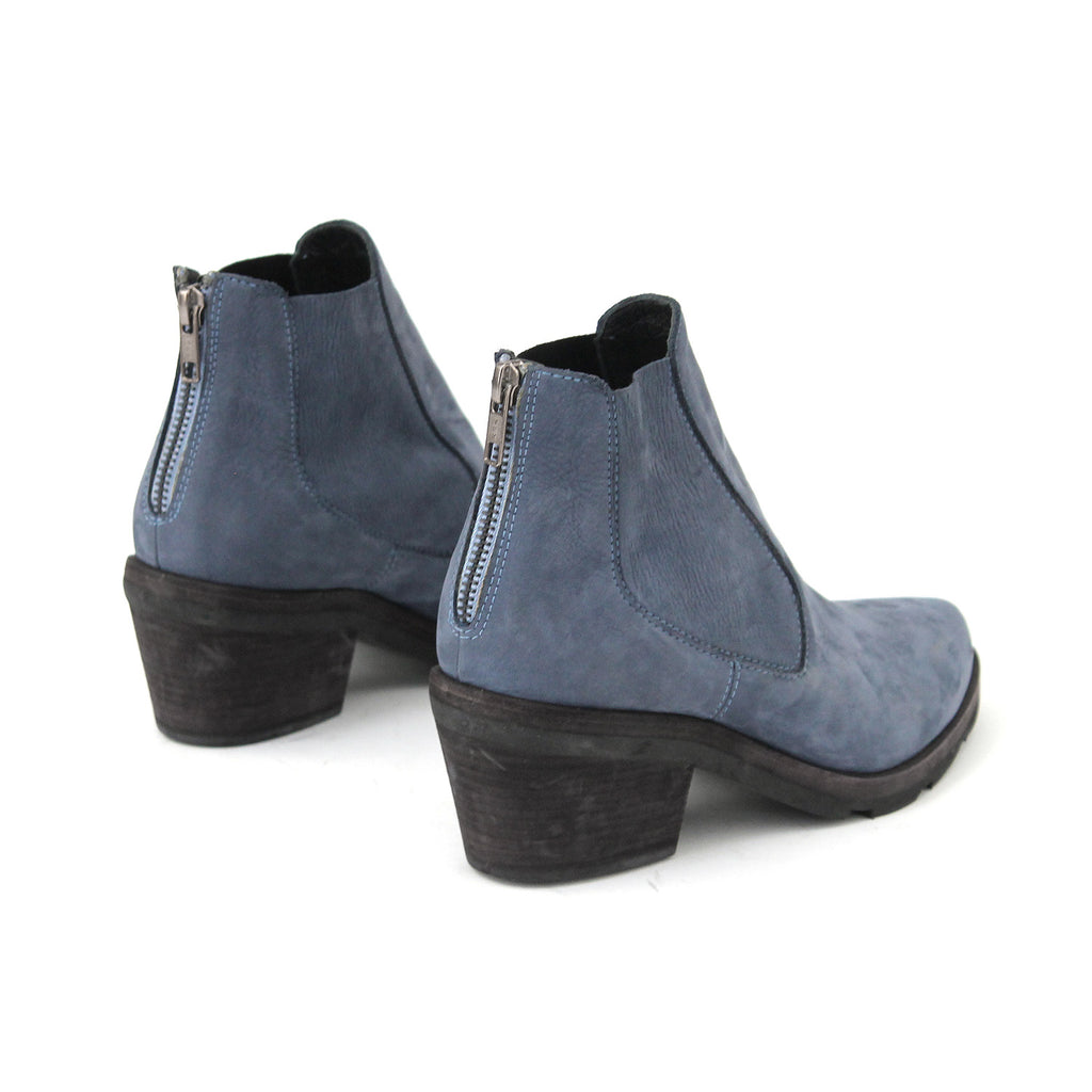 SIZE 37 - THE NAVY FIN
