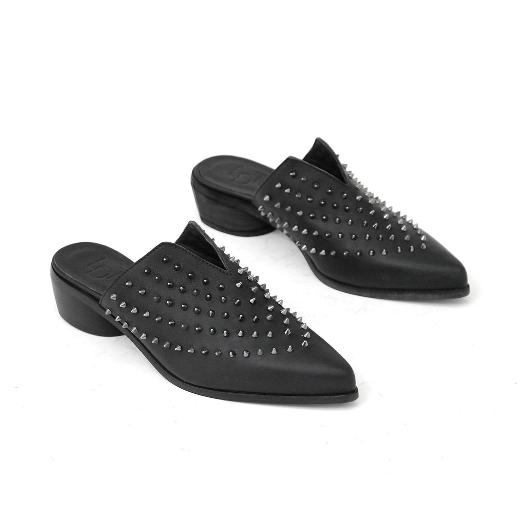 SIZE 37 - THE OBLIQUE BLACK STUD