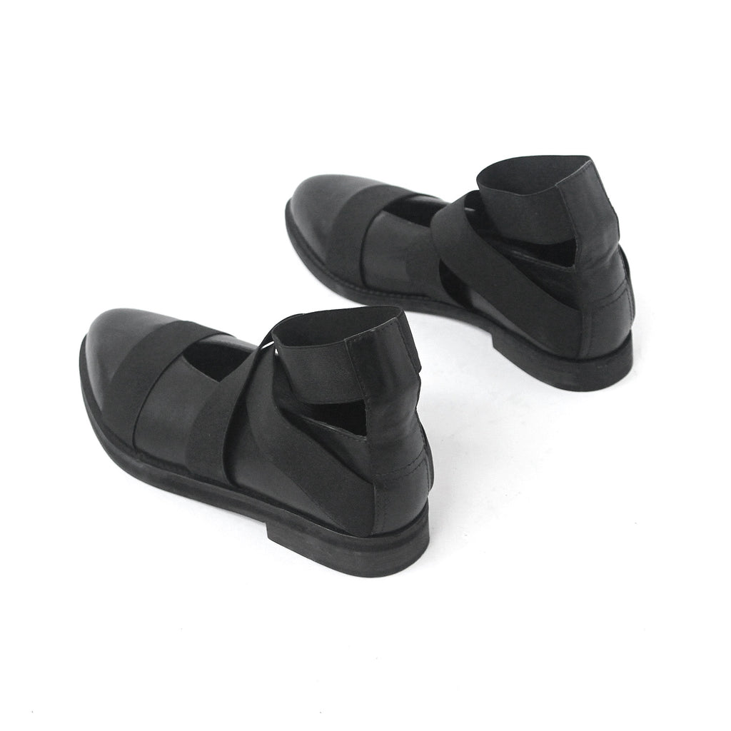 SIZE 36 - THE RESIST BLACK