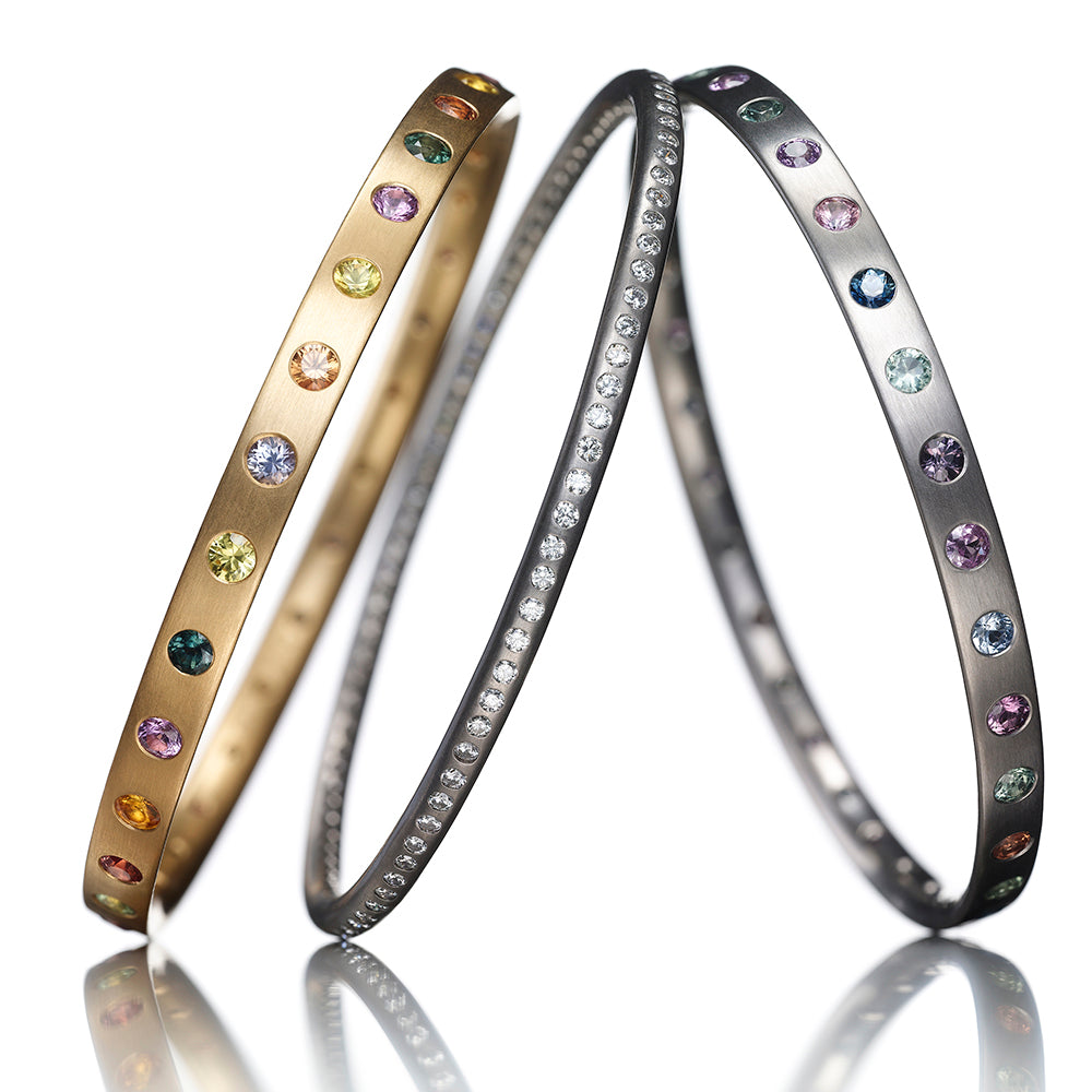 Round Bangle with diamonds in 18kwg