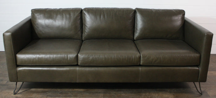 Leathercraft 1680 Fergie Sofa- Showroom Inventory