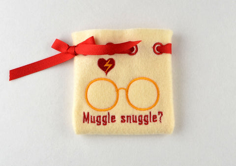 MUGGLE SNUGGLE treat bag ITH 5x7 machine embroidery design