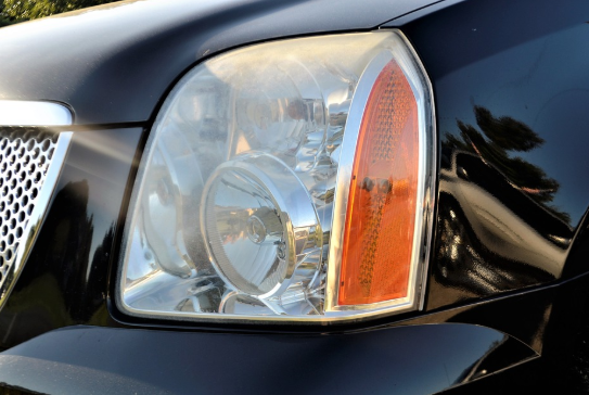 How to Clean Truck Headlights – 3 Methods