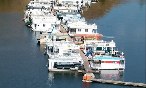 How to Paint and Protect a Houseboat Roof