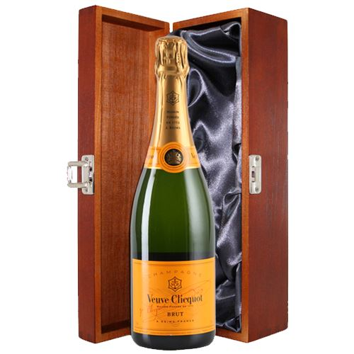 Veuve Clicquot Brut Yellow Label 75cl in Luxury Wooden Gift Box