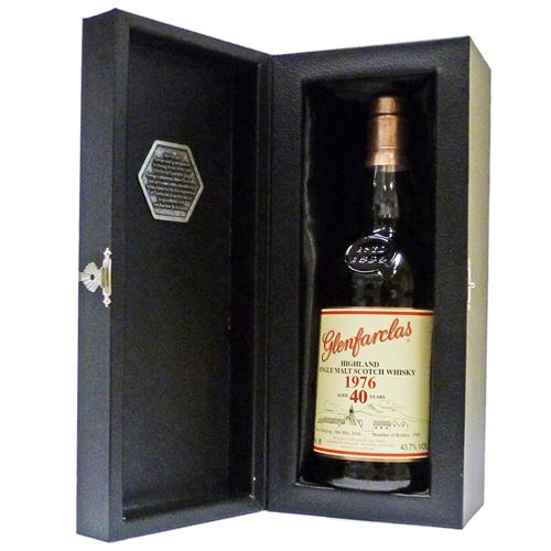 Glenfarclas 1976 40yo - The Family Collector Series Release VI 70cl Gift Boxed 43.7% ABV