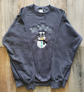 Drk Hth Grey Crew Neck Applique Sweatshirt with Black and White Plaid Hat
