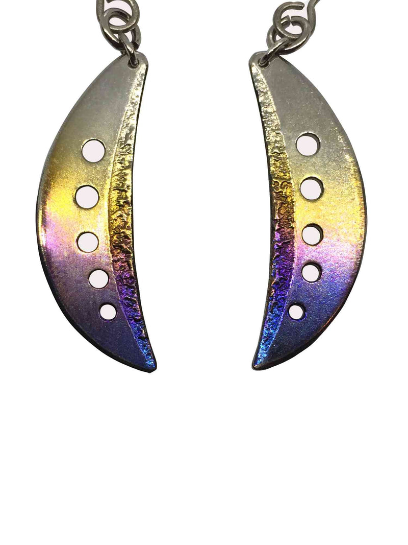 products/titanium_earrings_crescent_moon_3.jpg