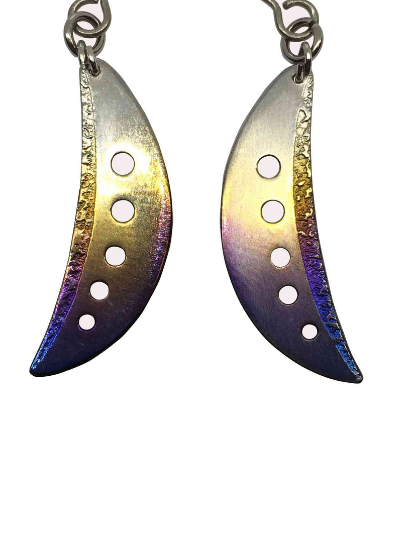 products/titanium_earrings_crescent_moon_4.jpg