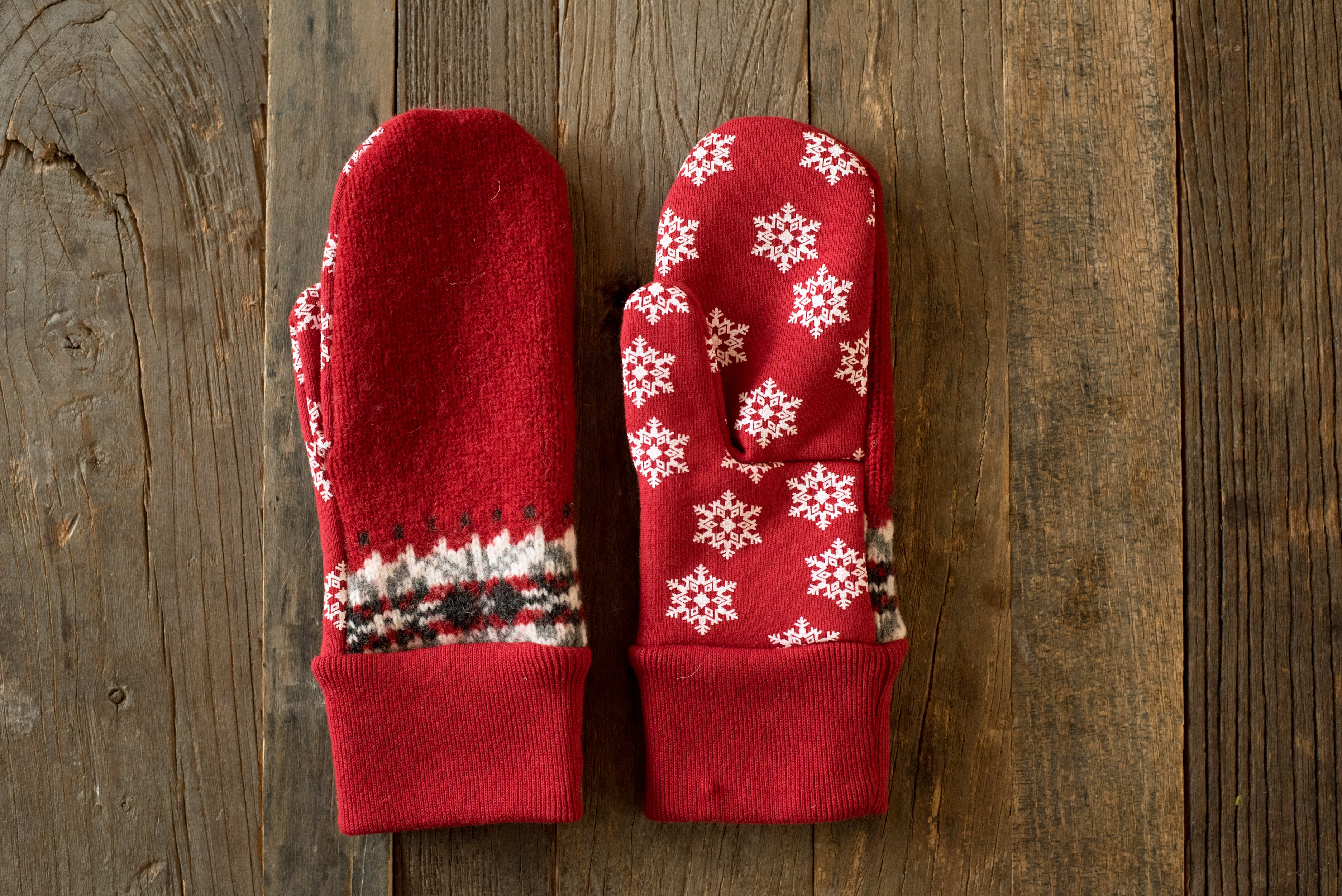 Conscious Holiday Mittens - WPR001