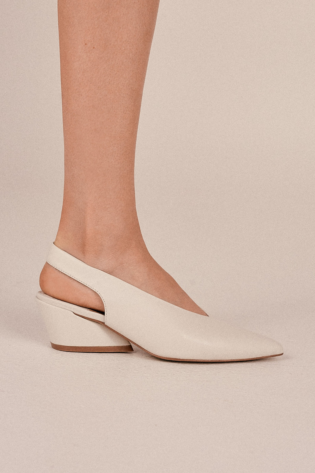JAGGAR The Label Aim Leather Slingback Ivory