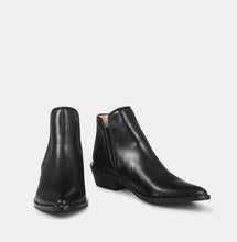 Ivylee Atlanta Black Leather Boot