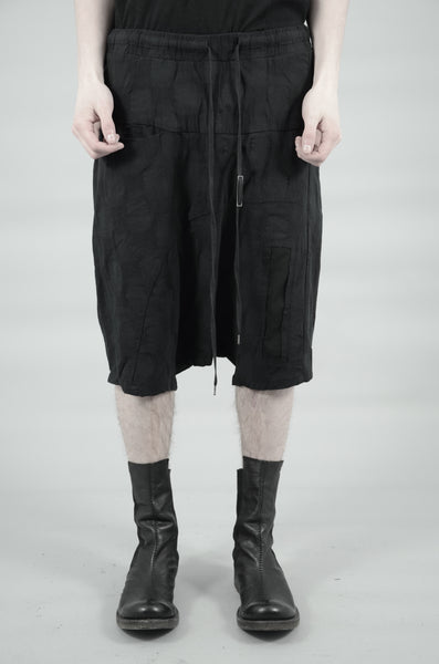 DROP CROTCH CONTRA STRUCTURED SHORTS 80 BLACK