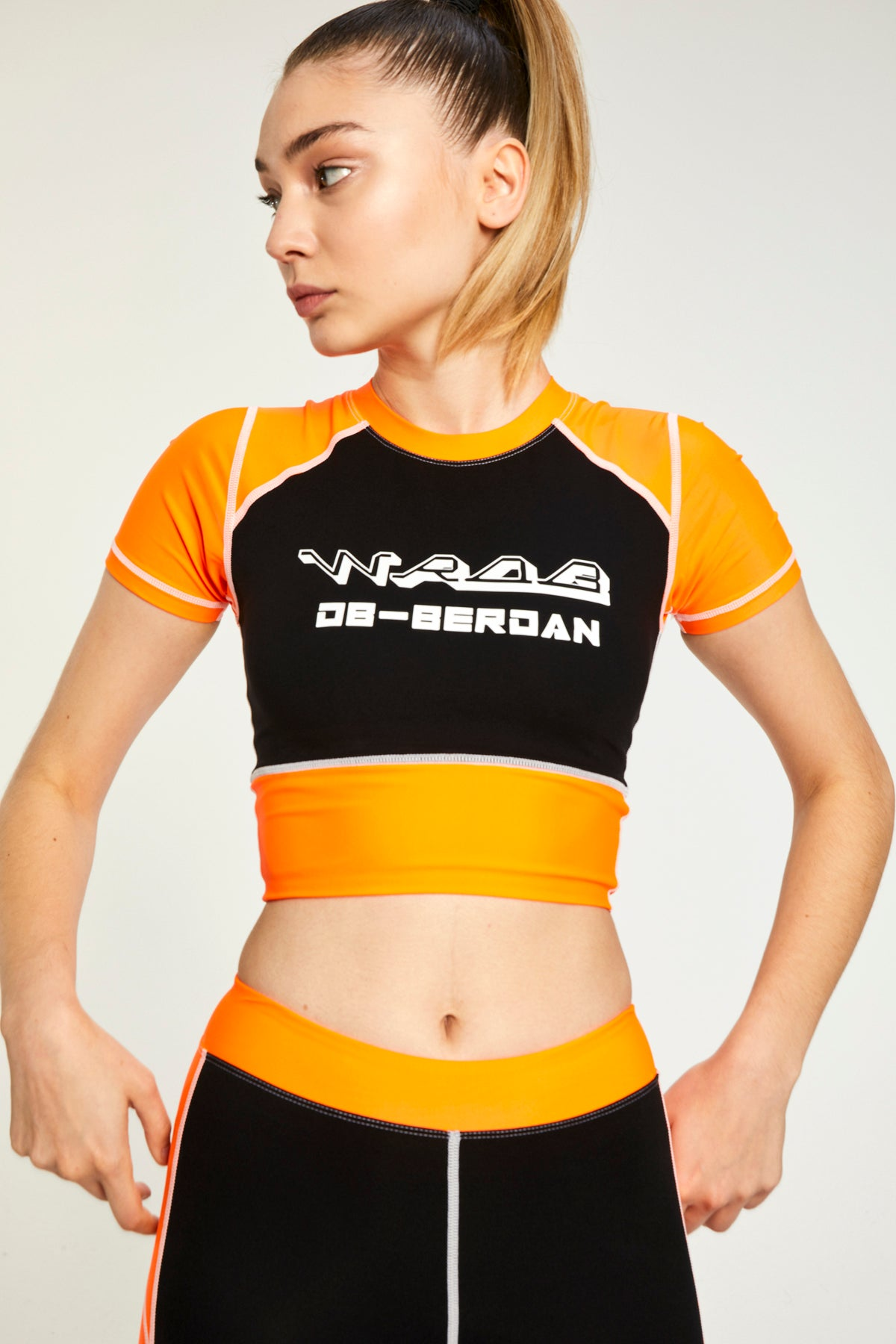 LOGO BLACK & ORANGE CROP TOP