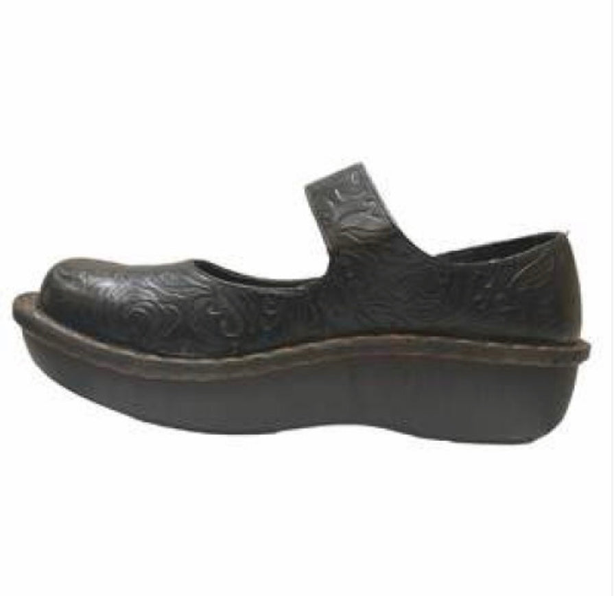 Savvy Jane- Black Embossed Nursing Shoe