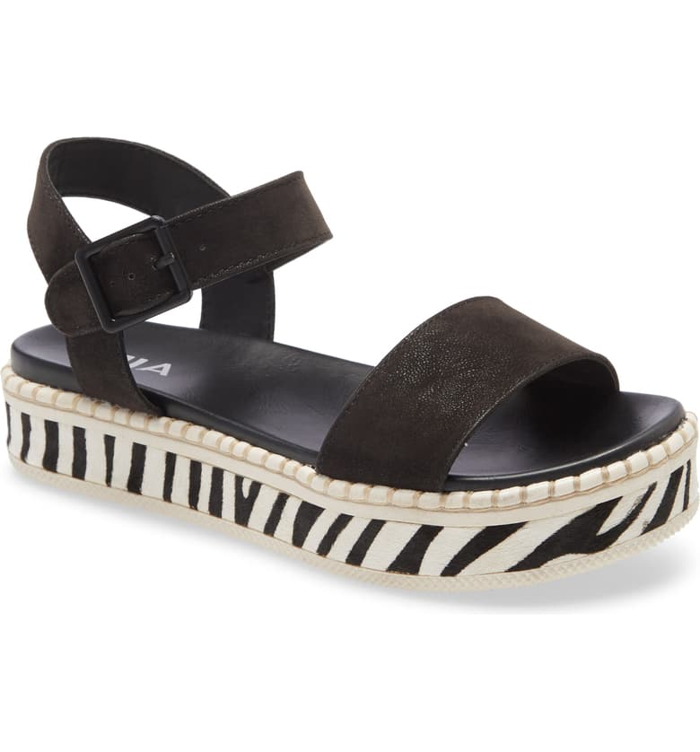 Delightfully Dillan Sandals