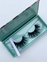 "Load image into Gallery viewer, ""IT GIRL"" MINK LASHES"