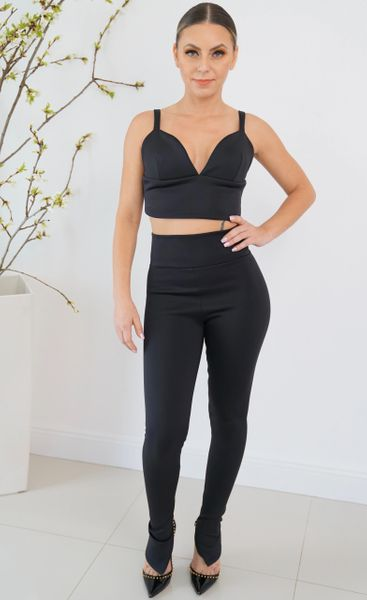 Kylie High waisted leggings with zip closure on reverse and zip closure on the ankles.