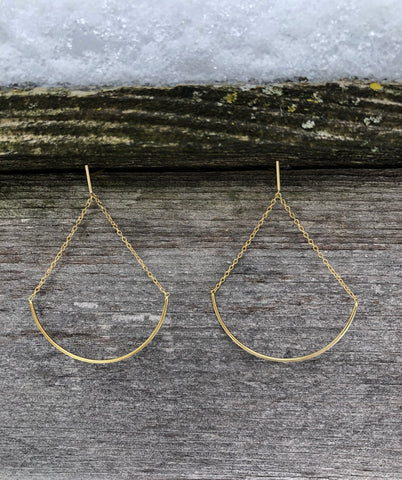 Earring with chain and half oval. Vermeil over sterling silver.