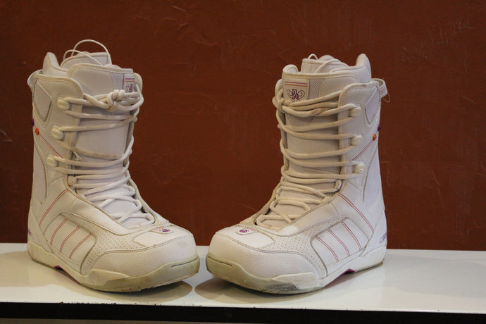 Used Women 5150 Snowboarding Boots size 7