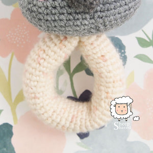 Giraffe baby rattle crochet pattern - Amigurumi Today | 300x300