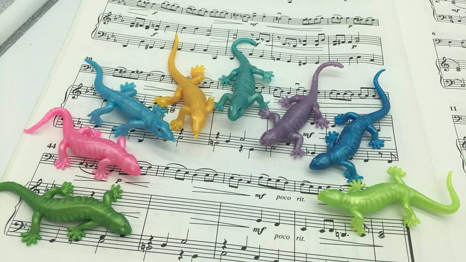 Lizard Silicone Toy - Suzuki Strings