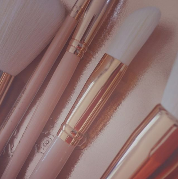 HOW TO CLEAN AND WASH YOUR MAKEUP BRUSHES
