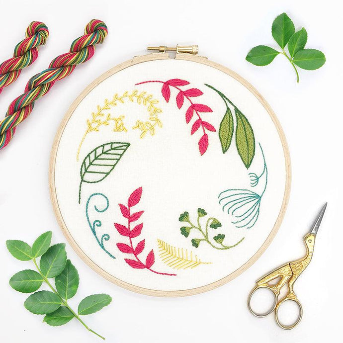Leaf Wreath Ivory: Modern Floral Embroidery Kit