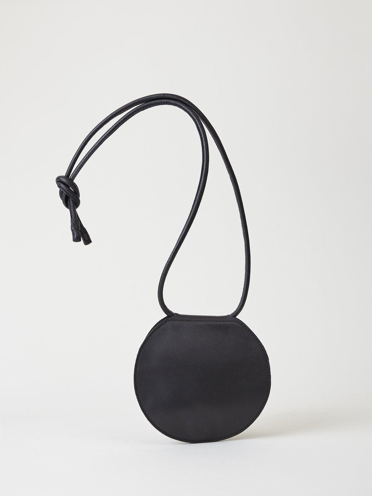 Disc Purse in black - Are Studio