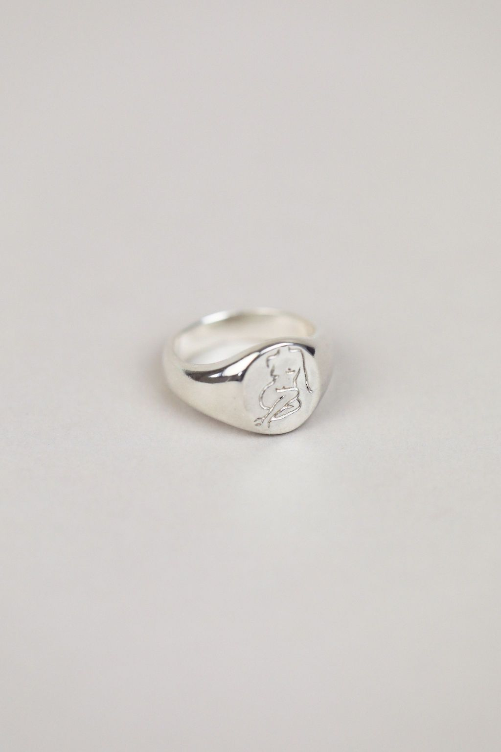Femme Signet Ring in Silver