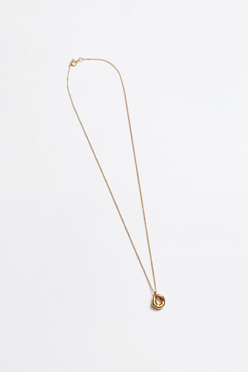 Oval Pendant Necklace in Gold