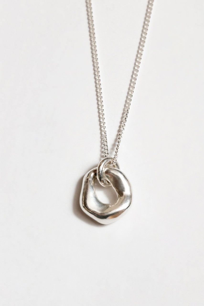 Oval Pendant Necklace in Silver