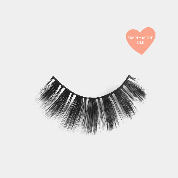 Glam looking lashes made out of high quality premium silk. Cruelty free lashes. Reusable lashes and mouldable comfort cotton band