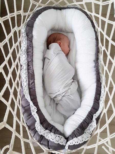 Babynest with lace