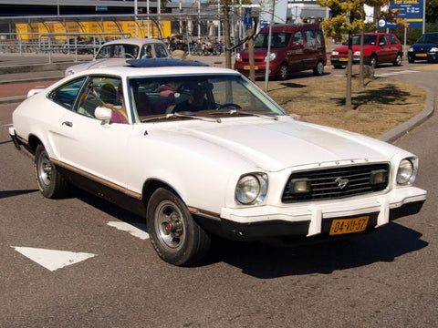Ford Mustang blanche des années 70 - Jesse's Amerikana