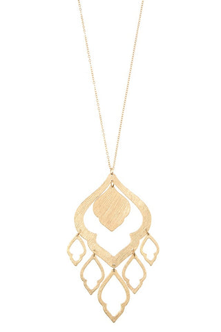 Elongated morocan cut out link pendant necklace