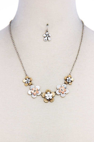 Chic Stylish Multi Flower Necklace And Earring Set