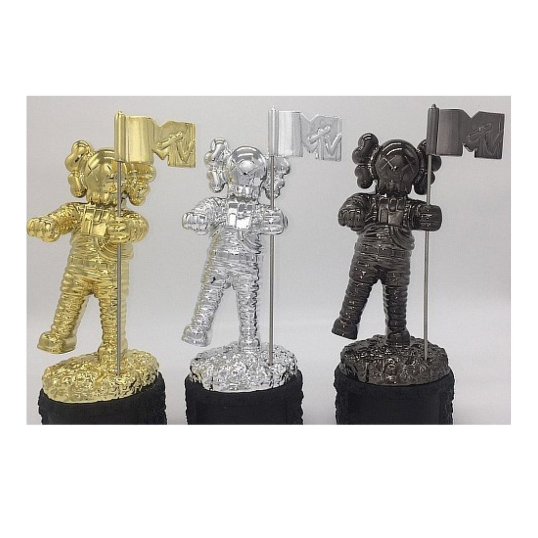 MTV VMA Moonman Reinvented KAWS BFF 2013 Dissected Companion Original Fake Art Toys Action Figure Figurine Plush Doll Toy Model Statue Accessories Collection Morden Gift for Boyfriend - Vancelette Global Art Acquisitions