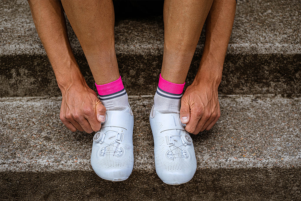 incylence stripes short kurze cycling socks in weiß, dunkelblau, pink