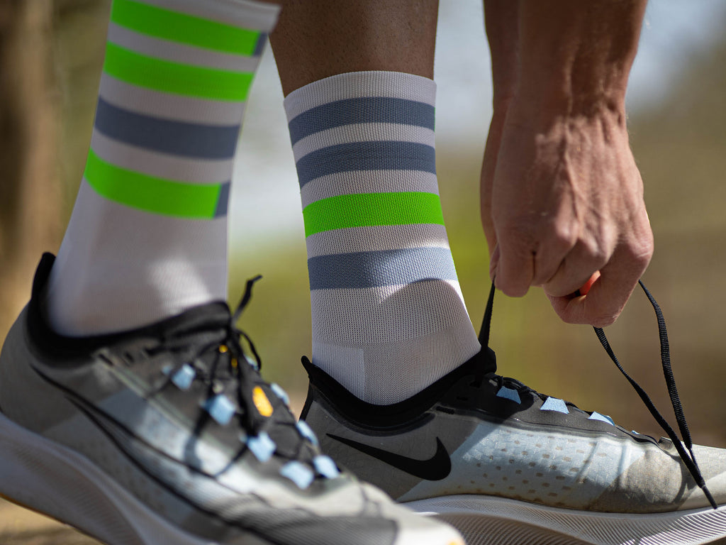 incylence spins green running socks in weiß, grau, neongrün