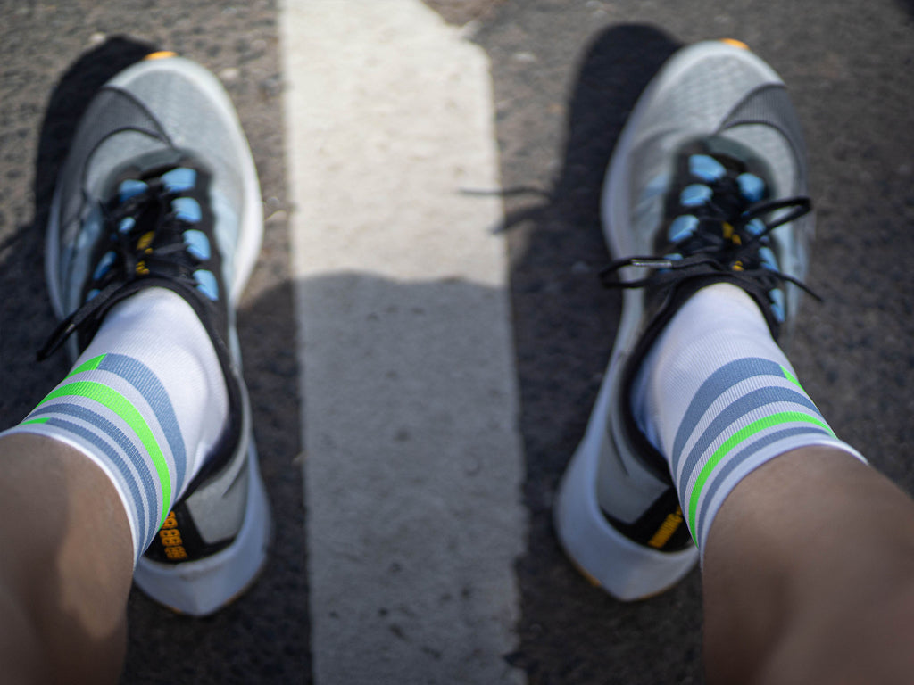 incylence spins green crossfit socks in weiß, grau, neongrün