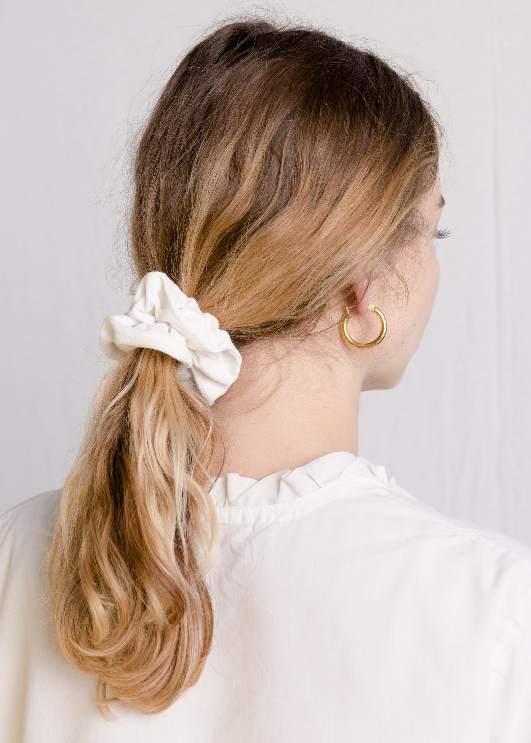 Jessie : Cream linen scrunchie