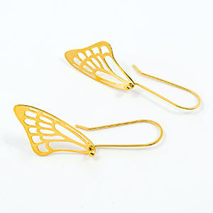 Butterfly wing earrings in gold vermeil.