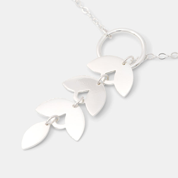 Lariat necklace with leaves in sterling silver