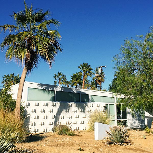 Palm Springs architecture: a mid-century modern home.