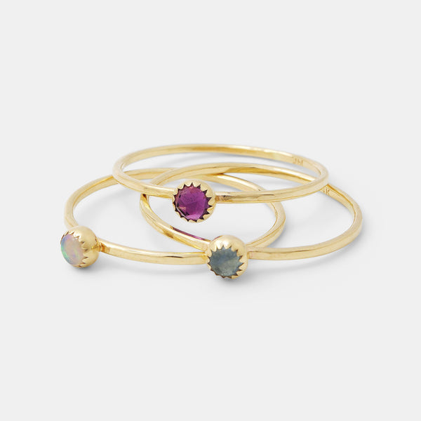 Birthstones by month: birthstone jewellery in gold and silver.