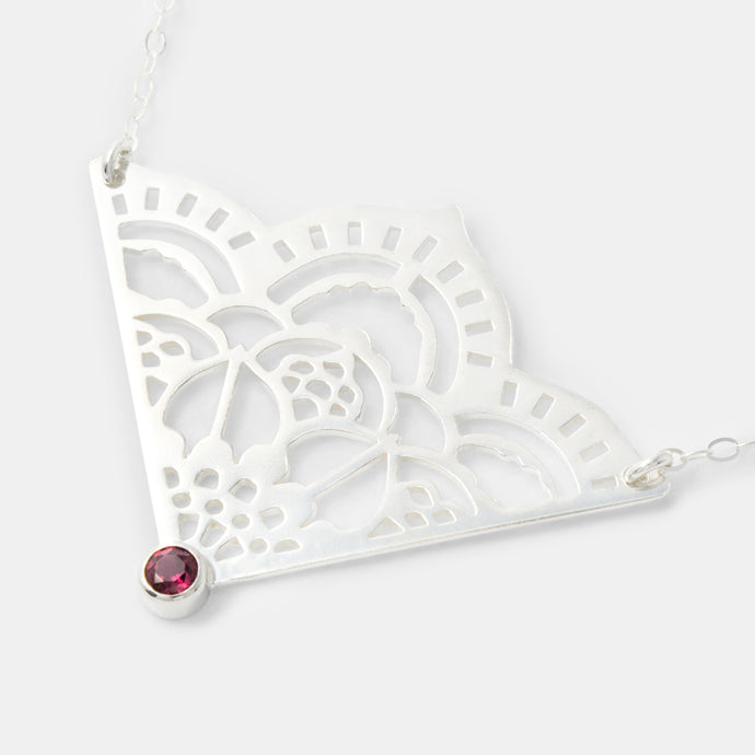 Mehndi pendant with rose garnet