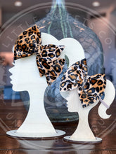 Load image into Gallery viewer, Leopard Velvet Headwrap