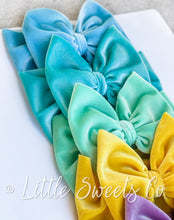 Load image into Gallery viewer, Light Blue Velvet Headwrap