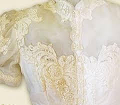 How to protect your dress from yellowing?